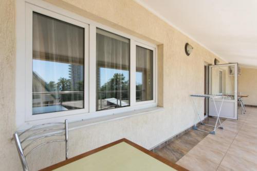 Семейный двухкомнатный номер с балконом-10